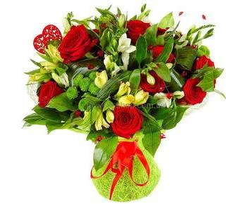 Букет из красных роз, хризантем, фрезий и альстромерий