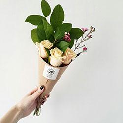 небольшой букет роз