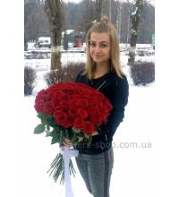 Delivery of a bouquet of red roses to Chernovtsy