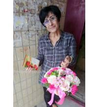 Квіткова композиція в кошику з доставкою по Львову