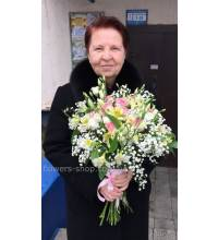 Delicate mix of flowers delivered to Kiev