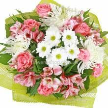 Игольчатая хризантема, розы, альстромерии, декоративная сетка