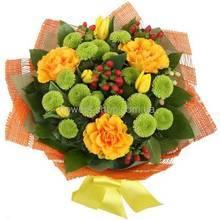 Розы Голд СФинкс, Филинг Грин, тюльпаны, оранжевая упаковка