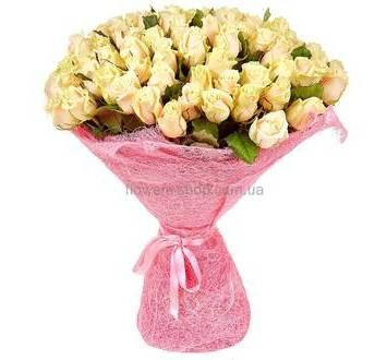 розы кремового цвета, сизаль