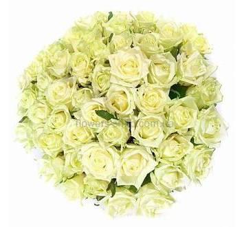 Круглый букет из белых украинских роз, розы в любом количестве