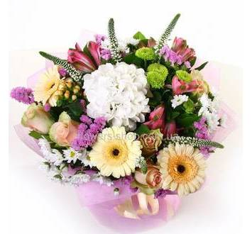 Сборный букет с гортензией, розами, герберами, хризантемами, альстромериями