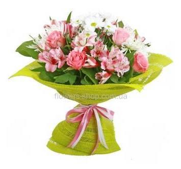 Букет из роз, хризантем и альстромерий, в упаковке