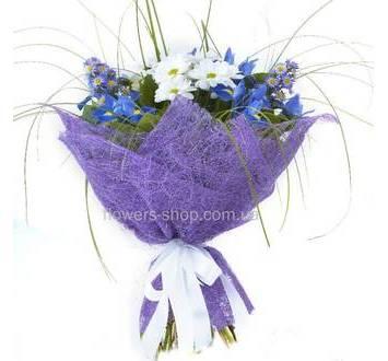 Букет с синими цветами, фиолетовая упаковка