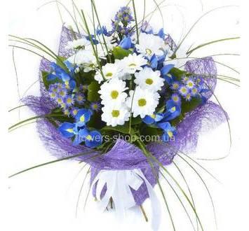 Ирисы, ромашковые хризантемы, берграсс, декоративная упаковка