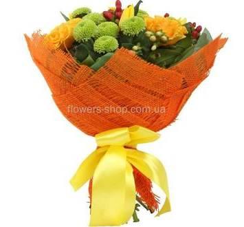 Букет из зеленых хризантем, тюльпанов и роз