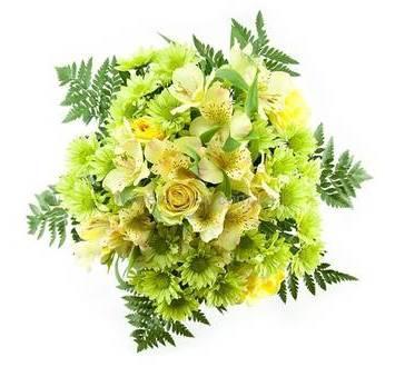 Зеленый букет из роз, альстромерий, хризантем и ледерварена