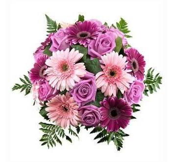 Круглый букет из роз, гербер, ледерварена и зелени