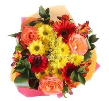 Букет из роз, хризантем, гербер и альстромерий
