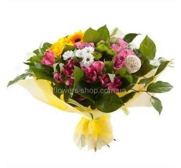 Букет из роз, хризантем, альстромерий, гербер, яркие цветы