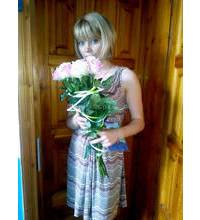 White and pink bouquet of roses delivered in Hust