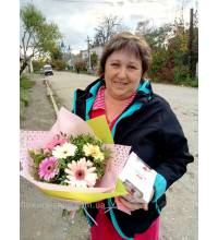 Courier delivery of flowers and sweets in Kirovograd