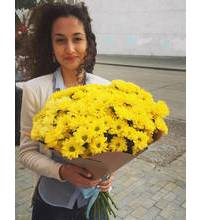 Cheerful bouquet of carnations for the smiling girl from Lugansk