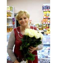 Bouquet of white roses for the recipient in Chuguev