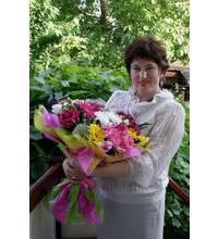 Сборный букет с розами, лилиями и хризантемами доставлен курьерской службой