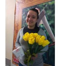 Конфеты и тюльпаны для девушки из Запорожья