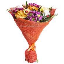 Букет из роз, хризантем, брассики и декоративной зелени