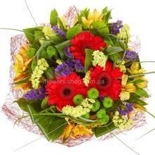 Букет из хризантем, гербер, альстромерий, статицы и декоративной зелени
