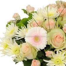 Букет из роз, хризантем, гербер и берграсса