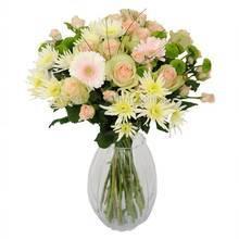 Букет из кустовых роз, гербер и зеленых хризантем