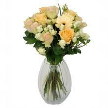 Букет с гнрберами, одиночными и кустовыми розами