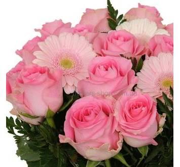 Букет из роз, гербер и ледерварена
