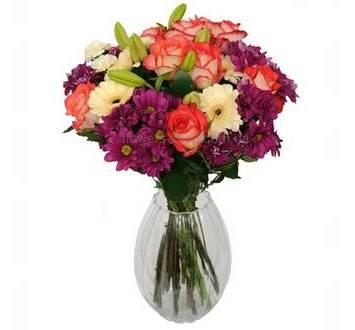 Букет с лилиями, гвоздиками, хризантемами и розами