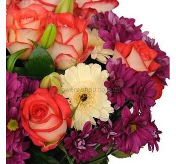 Сборный букет из гербер, лилий, бордовых хризантем и гвоздик