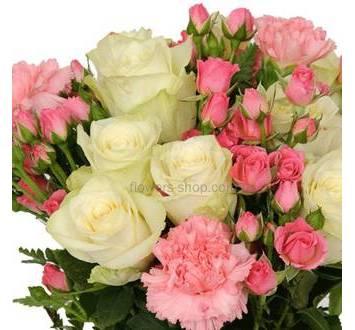 Букет в бело-розовом цвете