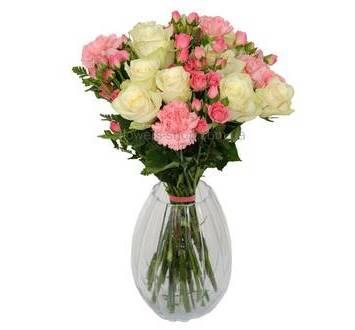 Букет из кустовых роз, гвоздик и роз Аваланч
