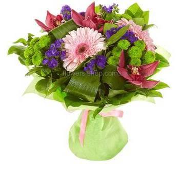 Букет их хризантем, гербер, орхидей цимбидиум