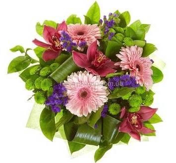 Герберы, зеленые хризантемы, орхидеи и статица