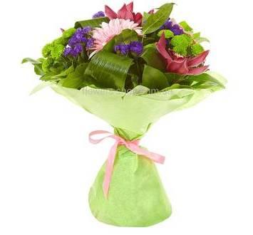 Сборный букет с хризантемами, герберой, орхидеями и декоративной зеленью