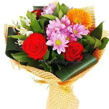 Букет из роз, альстромерий, хризантем и гербер
