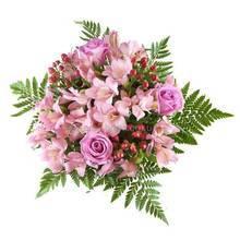 Букет из розовые цветов - альстромерий и роз, с гиперикумом и зеленью