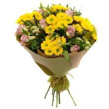 Веточные хризантемы, розы, альстромерии, упаковка