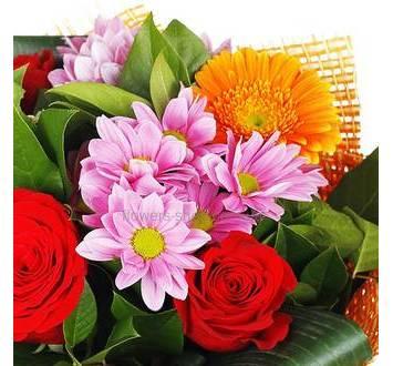 Букет из красных роз, кустовых хризантем, альстромерий и гербер