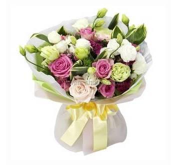 Букет из роз, альстромерий, эустом и диантусов в упаковке