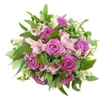Букет из розовых роз и альстромерий