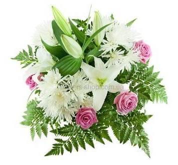 Букет из роз, хризантем и лилий