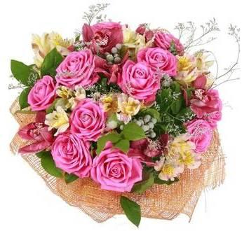 Розовые розы, альстромерии, бордовые орхидеи, флористическая сетка