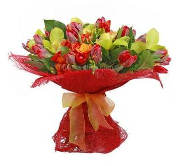 Сборный букет с орхидеями, веточными розами и фрезиями, в сизали