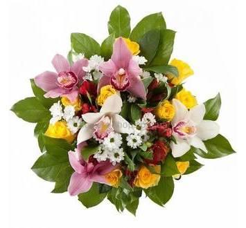 Букет из желтых роз, орхидей, альстромерий и хризантем
