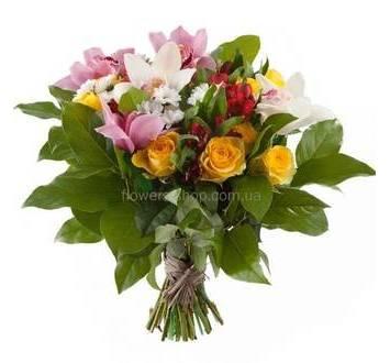 Ромашковые хризантемы, орхидеи, желтые розы, салал