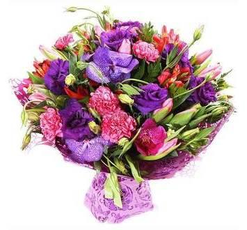 Экзотический букет из орхидеи Ванда, гвоздик, альстромерий, эустом и тюльпанов в упаковке