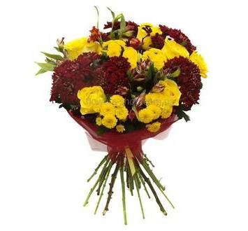 Букет их кустовых хризантем, роз и альстромерий